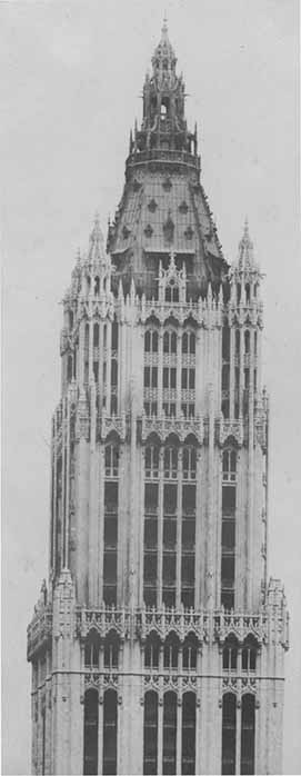 The Five And Dime Store King Commissioned Architect Cass Gilbert To Design A Gothic Style Skyscraper On Full Block Front Broadway Between Park